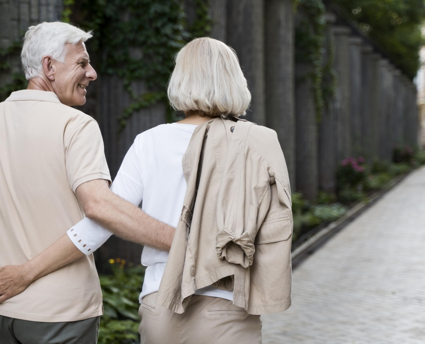 activity-older-couple-outdoors